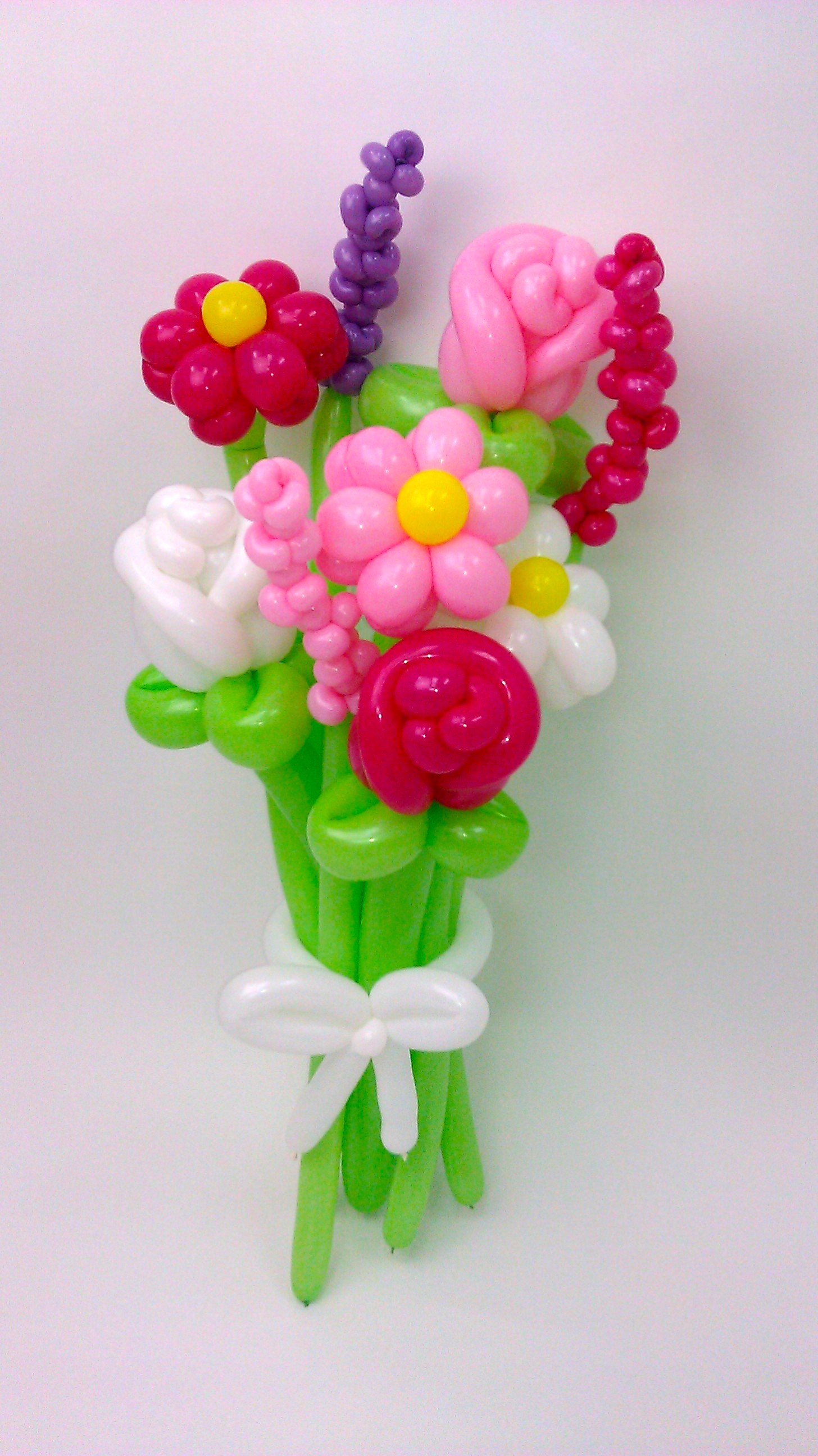 Daisy rose stalk flower balloon bouquet